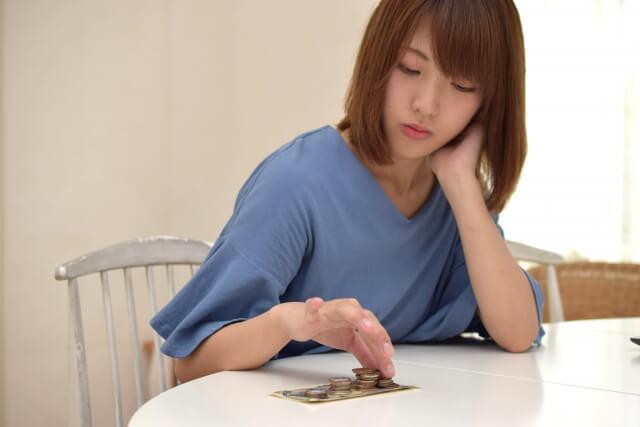 実家暮らし 借金