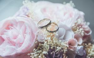 借金を隠して結婚をする